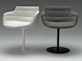 Flow armchair-central leg