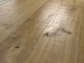 Oak Flooring with Brushed Veins Effect